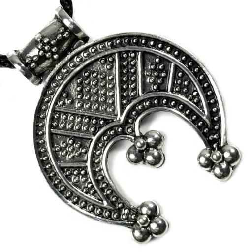 Lunula-wisiorek-zawieszka-amulet-talizman.jpg